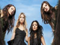 Pretty Little Liars wallpaper 1